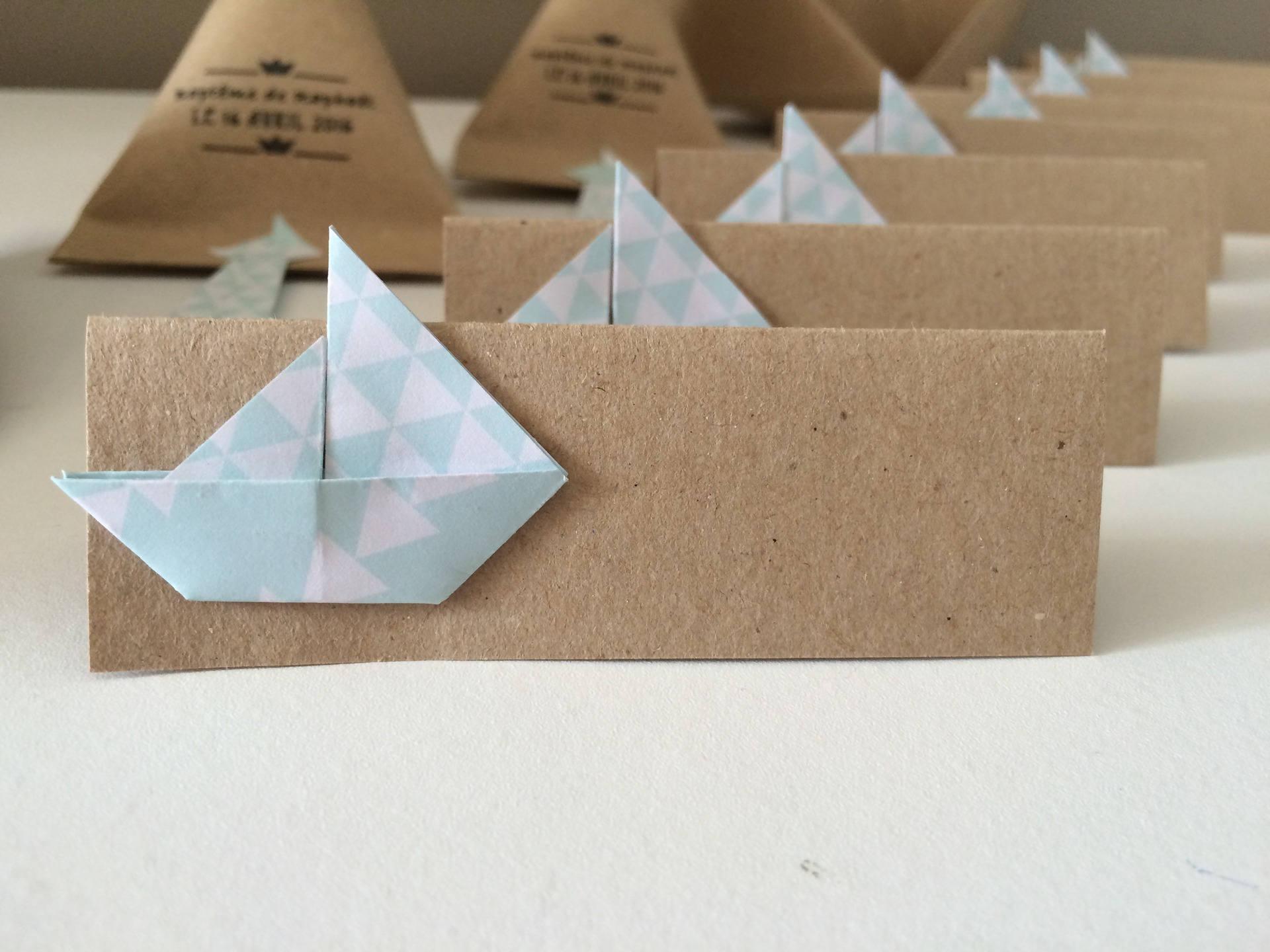 marque places origami bateau pour bapt me ou mariage. Black Bedroom Furniture Sets. Home Design Ideas